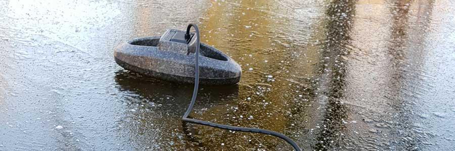 Zugefrorener Gartenteich - Geschlossene Eisdecke vermeiden
